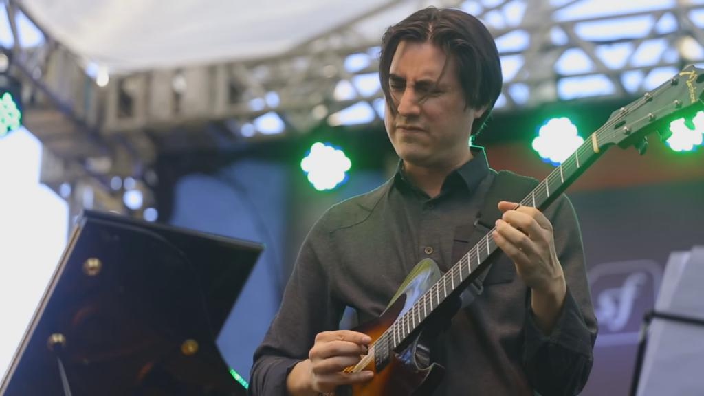 Mike at Savassi Festival 2015
