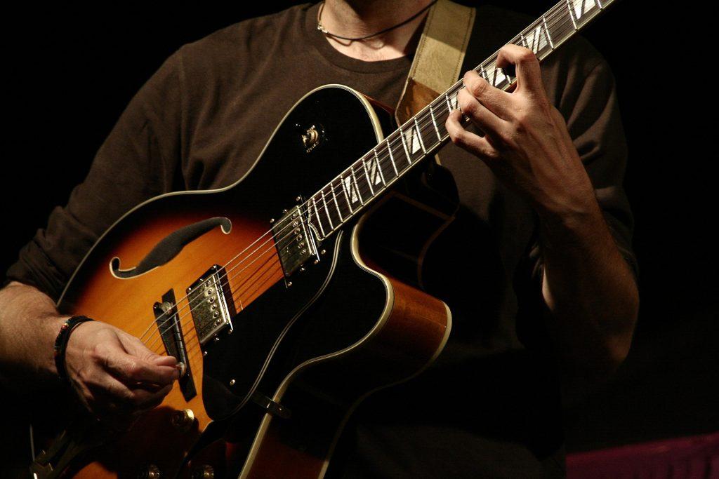 guitar-775271_1920